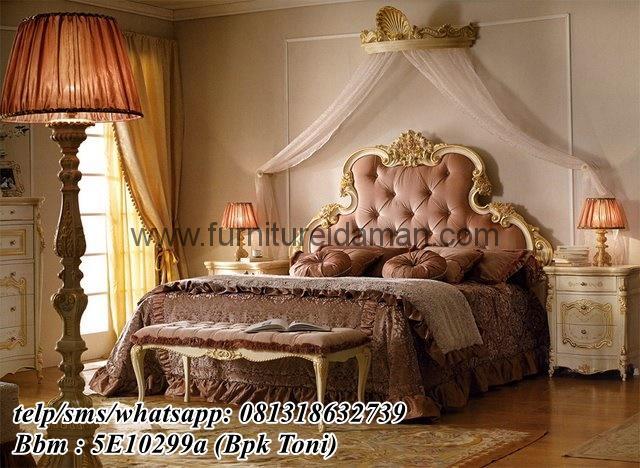 Set Kamar Tidur Mewah Emas